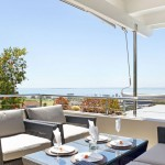 Upstairs balcony with sea views/lounge furniture/BBQ