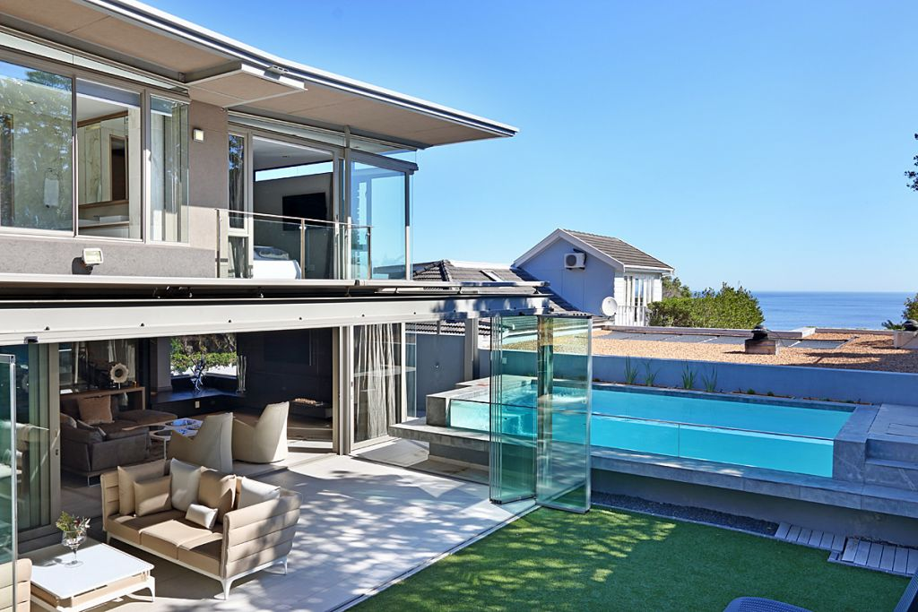 2 Summer house towards pool & sea
