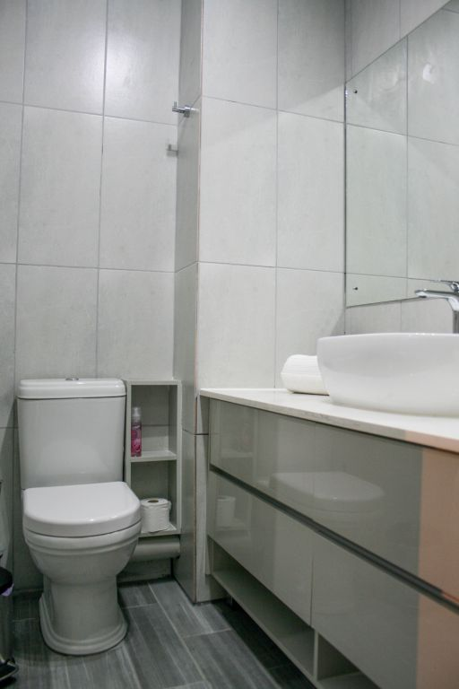 11 Bathroom2